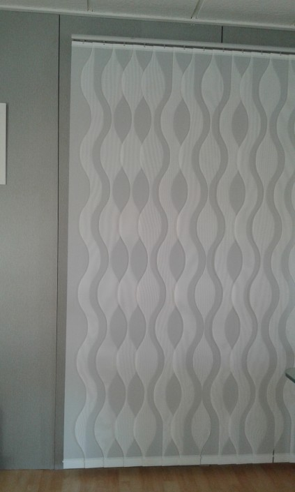 Scalloped vertical blinds