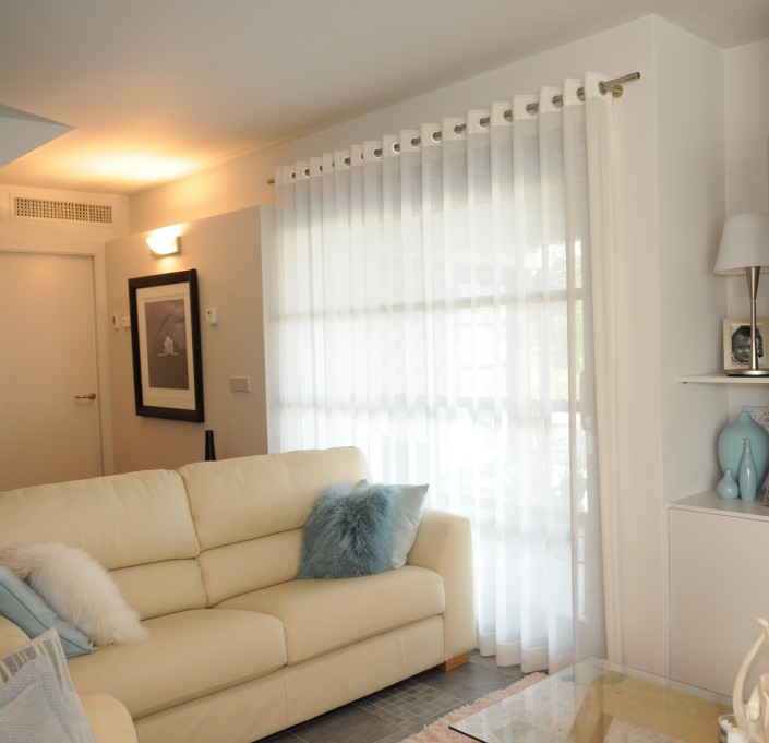 Linen eyelet curtains at Peraleja Golf